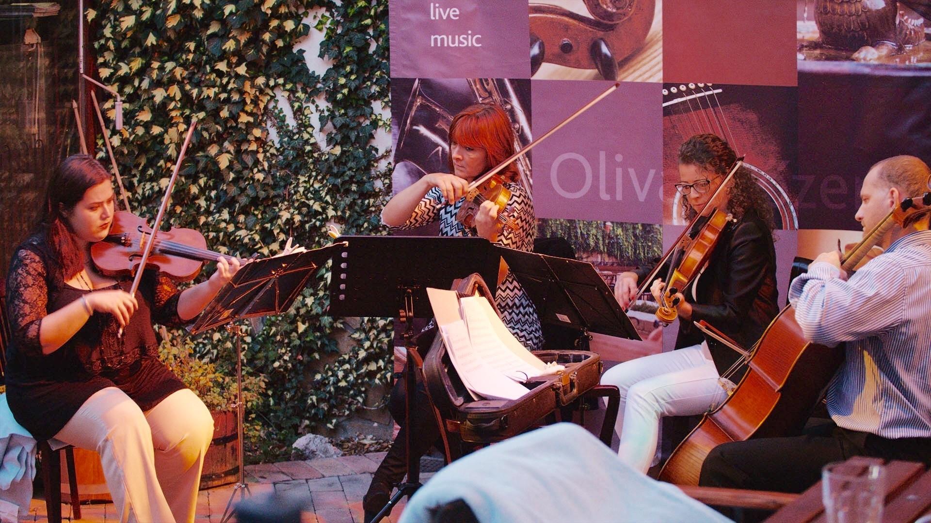 Oliva Hotel & Étterem – The Captain String Quartet